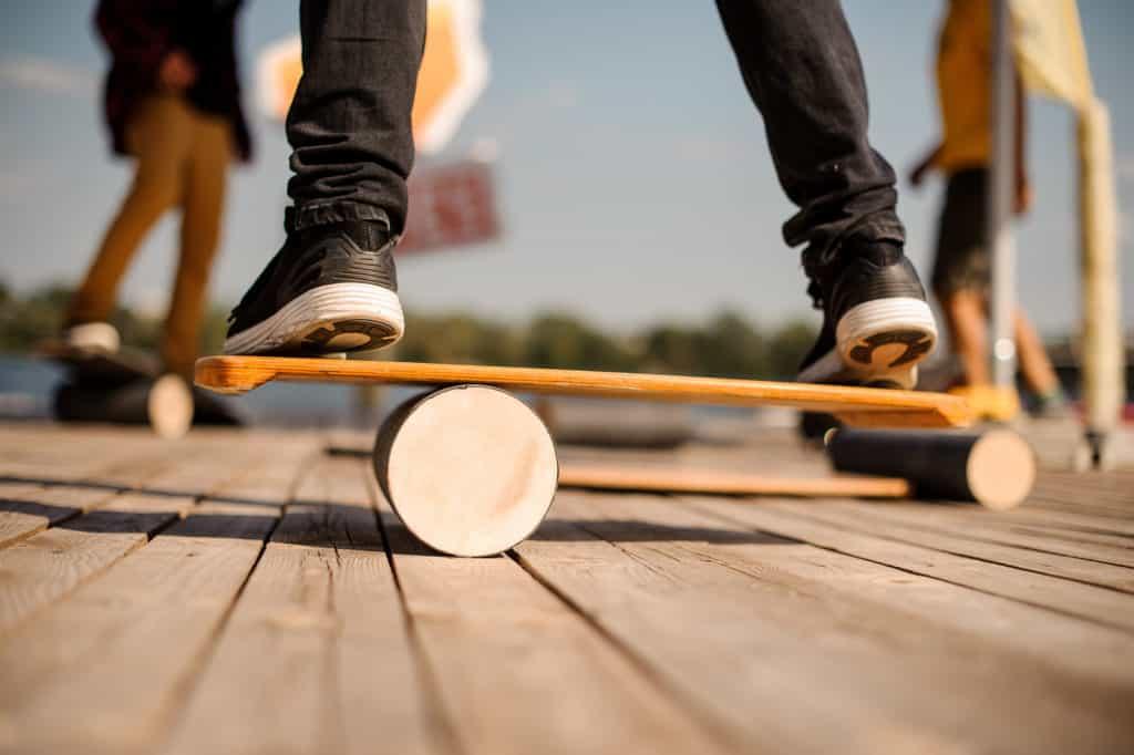 Balance Board aus zwei Teilen